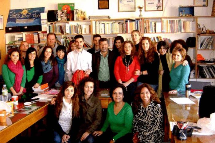 Ο Βαγγέλης Αυγουλάς με εκπαιδευτικούς από το δημοτικό Αγ. Βαρβάρας
