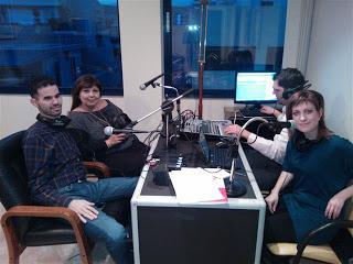Φωτογραφία από την ραδιοφωνική εκπομπή η Λένα Μαντά, ο Βαγγέλης Αυγουλάς και οι ραδιοφωνικοί παραγωγοί
