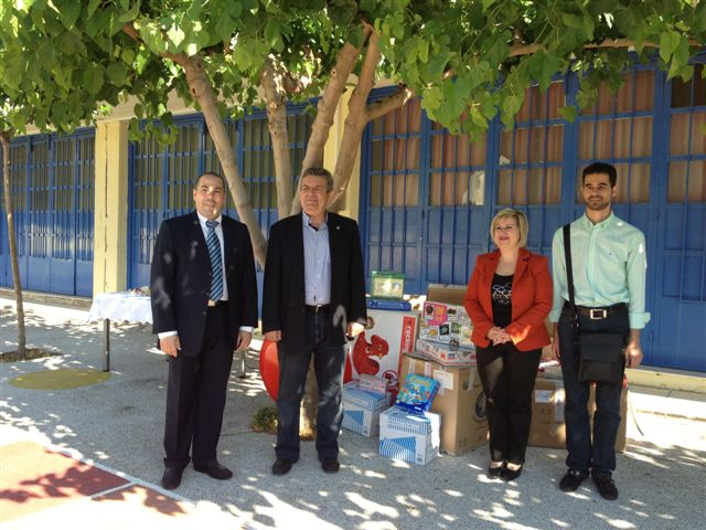 Ο Δήμαρχος με τη Διευθύντρια κα Βερώνη, τον Αντιδήμαρχο κο Αυγουλά και τον Πρόεδρο του Συλλόγου Γονέων