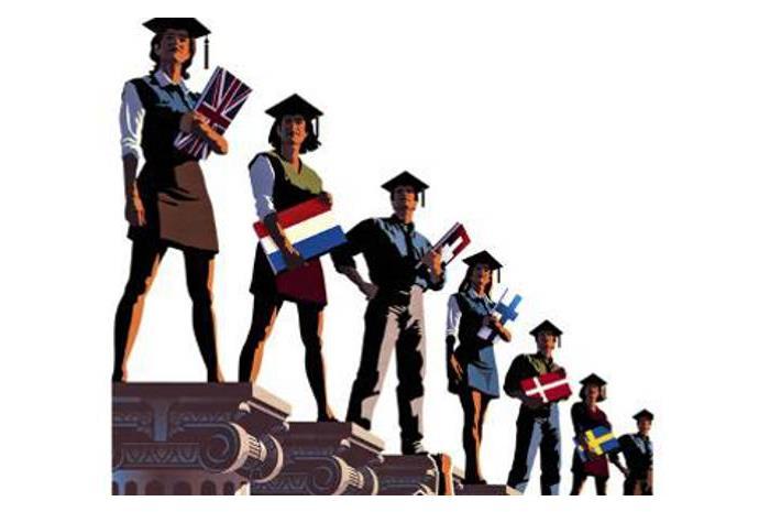 Απόφοιτοι που κρατάνε βιβλία με εξώφυλλα διάφορες σημαίες