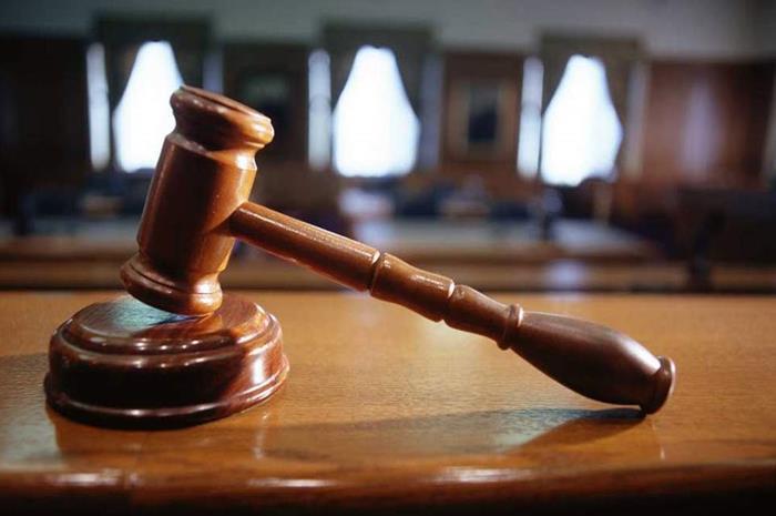 σφυρί που χτυπάνε οι δικαστές