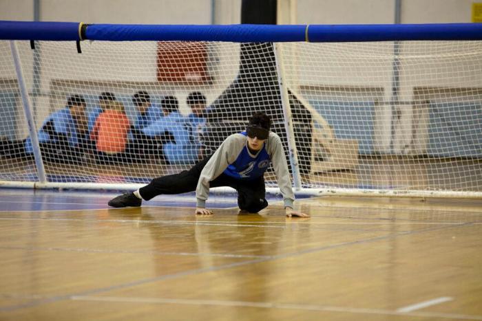 ο Χαράλαμπος Κορδάκης παίζοντας Goalball