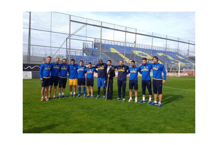 Ο Βαγγέλης Αυγουλάς με τους ποδοσφαιριστές του Αστέρα Τρίπολης