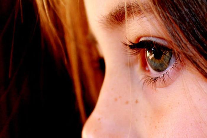 κοντινό σε μάτια ανήλικου κοριτσιού