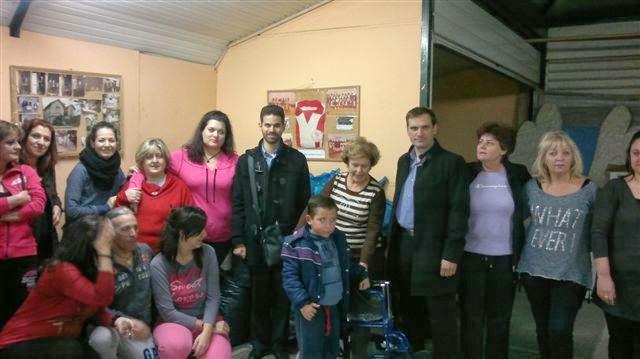 """Η Πρόεδρος Ελένη Σταθοπούλου, ο Βαγγέλης Αυγουλάς, ο Γιώργος Φραγκάκης και μέλη του Συλλόγου """"Εθνική Εστία"""""""