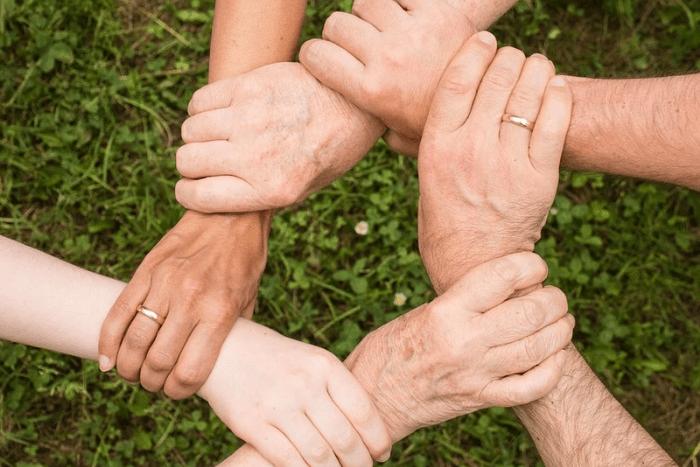 χέρια ενωμένα