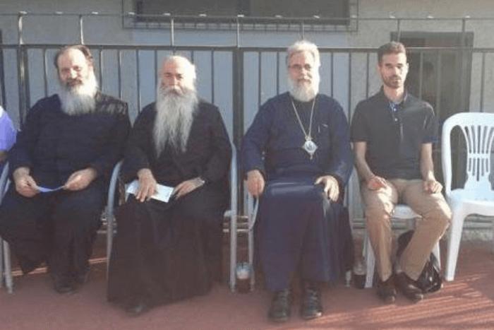 Ο Μητροπολίτης κ. Αθηναγόρας με τον Βαγγέλη Αυγουλά και ιερείς