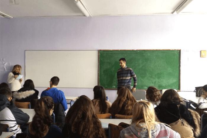 ο Βαγγέλης Αυγουλάς μπροστά στους μαθητές