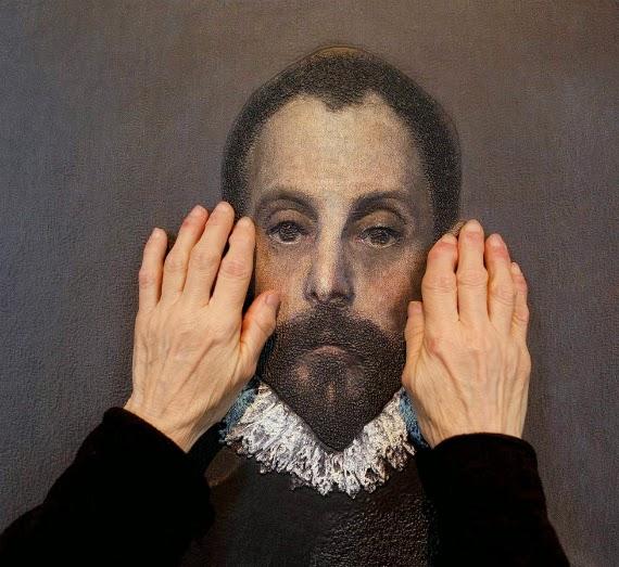 έργο τέχνης και χέρια που το αγγίζουν