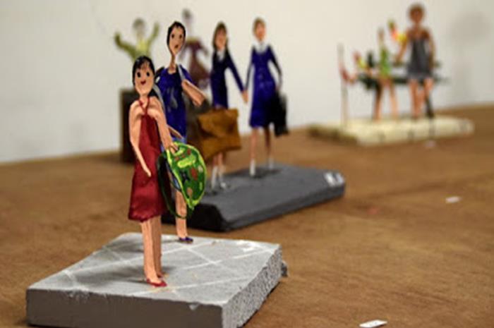 έργο τέχνης με γυναικεία φιγούρα από την Κατερίνα Καστρινάκη