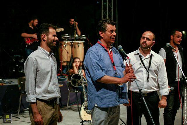 Ο Μενέλαος Τσαούσης στη σκηνή με το Βαγγέλη Αυγουλά και το Γιάννη Γαβρά