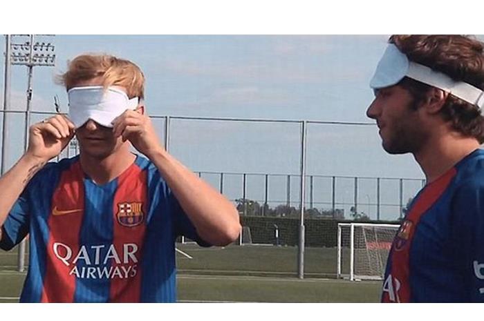 Ο Μέσι με μάσκα τυφλών για το ποδόσφαιρο