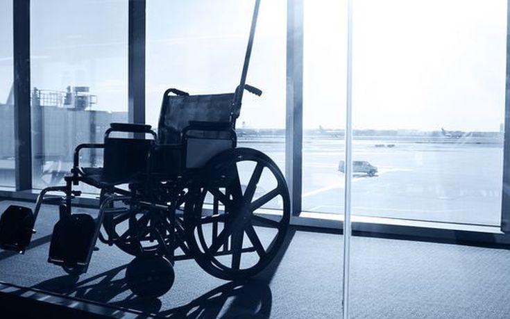 Αμαξίδιο σε αίθουσα αναμονής στο αεροδρόμιο