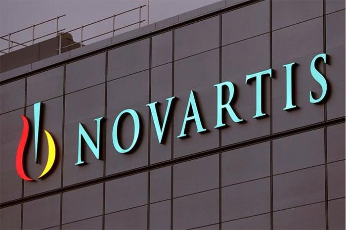 Πινακίδα novartis σε κτίριο