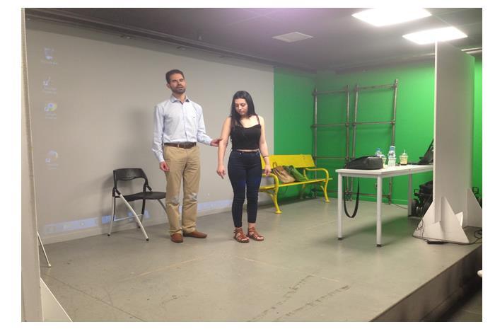 Ο Βαγγέλης Αυγουλάς με σπουδάστρια δείχνει τεχνικές συνοδείας
