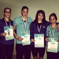 """Στην απονομή της ιστορικής οικογενειακής σκυτάλης με τις αδερφές μου για το σύλλογο """"Ολυμπιάδα '73"""" (Πανελλήνιο Πρωτάθλημα Ανδρών-Γυναικών 2010 , 2η θέση στα 4*200 μέτρα ελεύθερο)"""