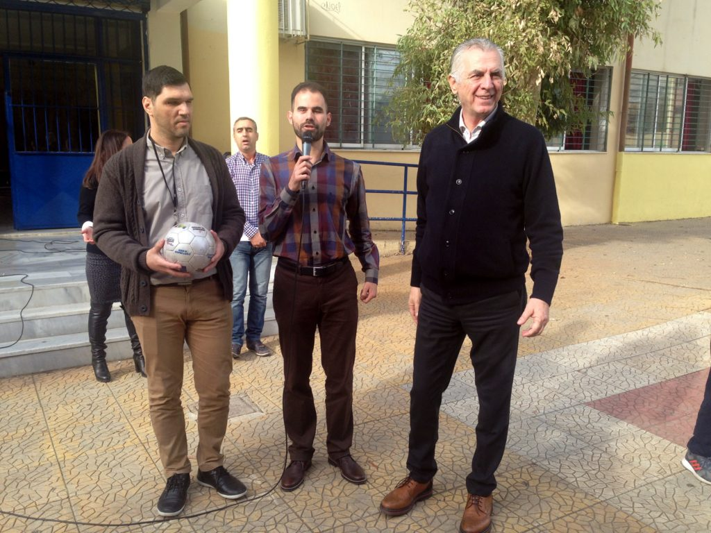 Ο Βαγγέλης Αυγουλάς με τον δήμαρχο Περιστερίου Ανδρέα Παχατουρίδη και τον Δημήτρη Αμπατζή