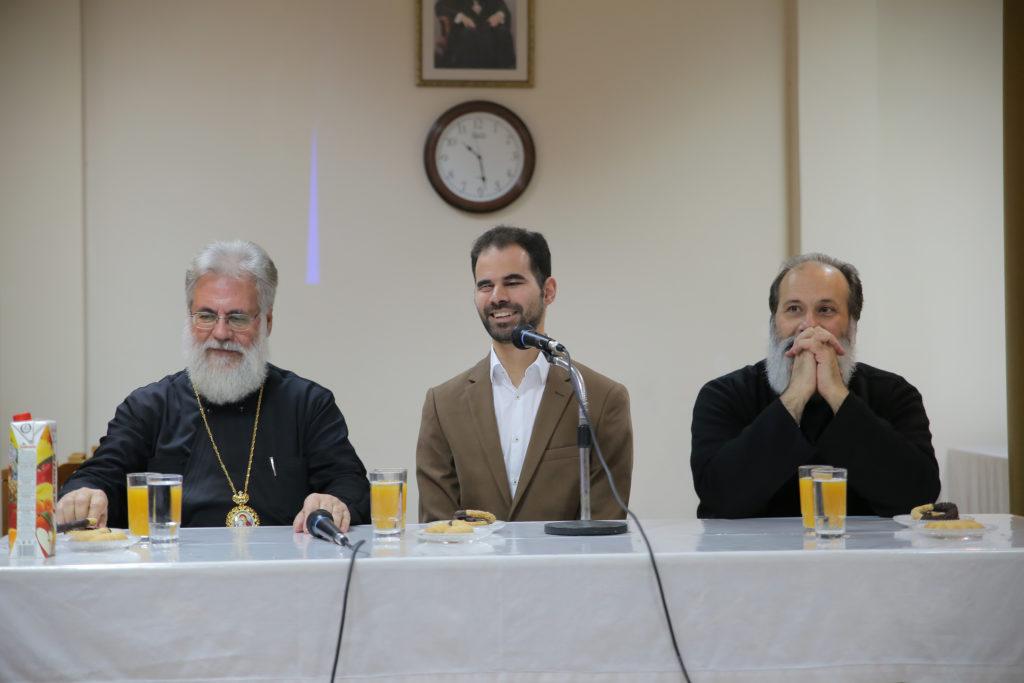 Ο Βαγγέλης με τον Σεβασμιότατο Μητροπολίτη Ιλίου Αχαρνών και Πετρουπόλεως κ. Αθηναγόρα και Ιερέα