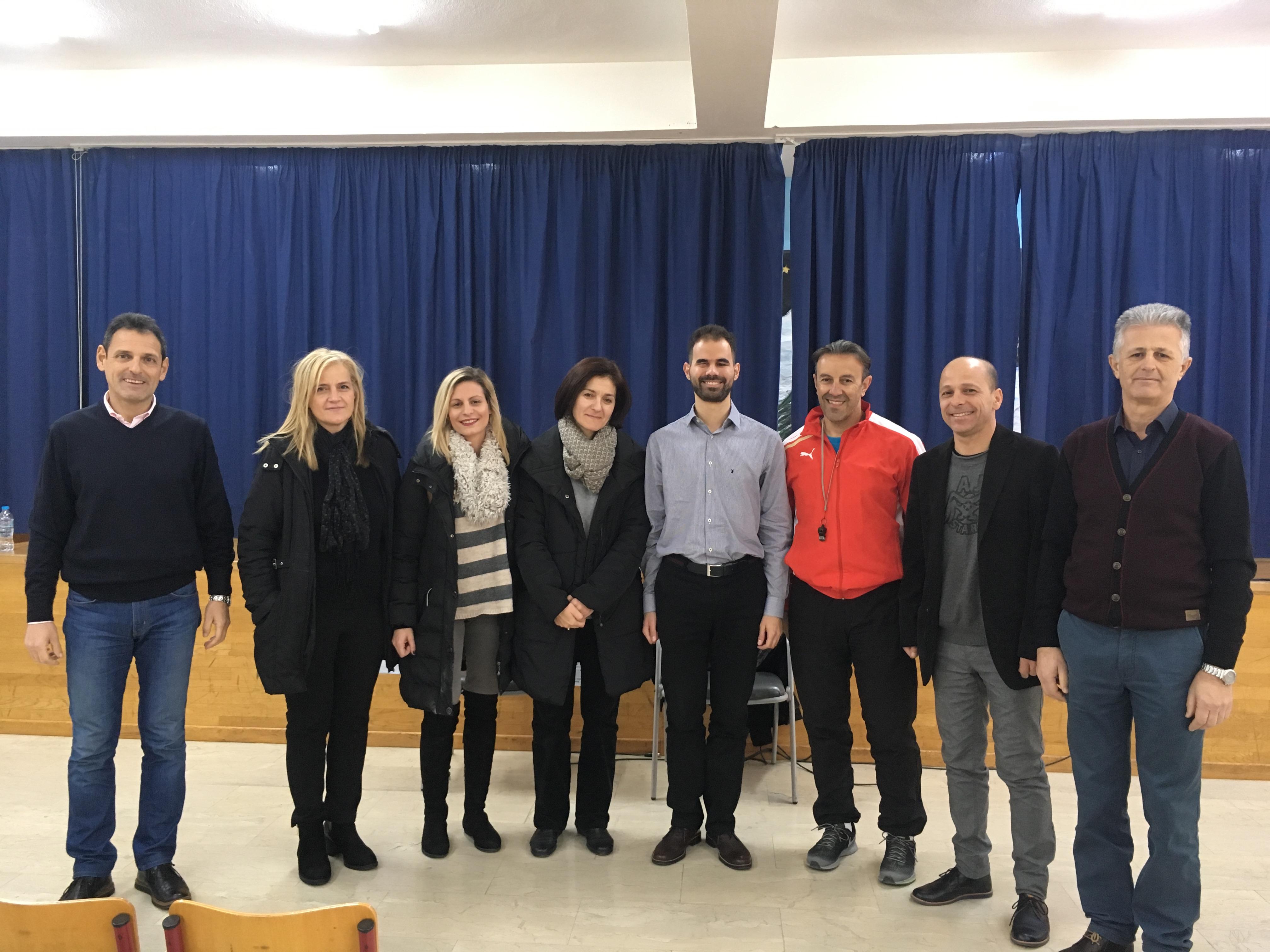 Ο Βαγγέλης με εκπαιδευτικούς του 21ου Δημοτικού
