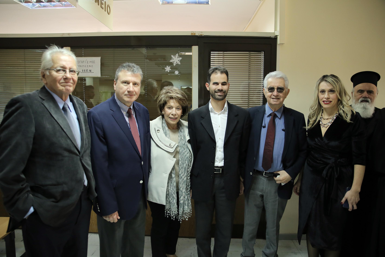 Ο Πρόεδρος με τους Δημήτρη Κωνσταντάρα, Γιάννη Χαλά, Δέσποινα Παπαστελιανού, Μανώλη Τσικαλάκη και Ηλέκτρα Κίκη