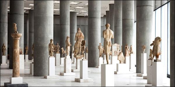 Φωτογραφία αγαλμάτων σε μουσείο