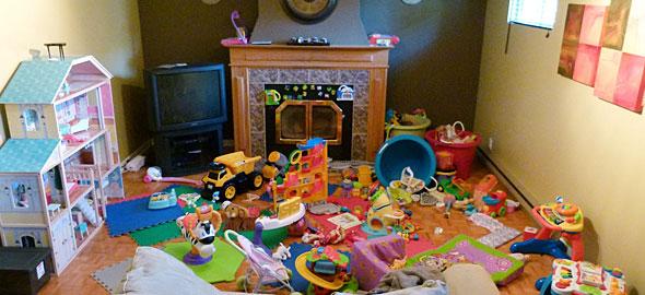 πολλά παιχνίδια σε δωμάτιο