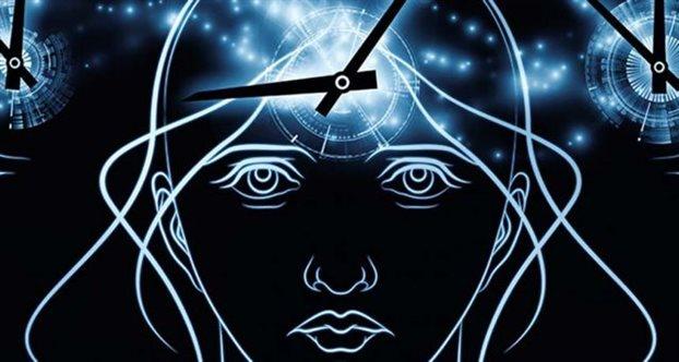 ανθρώπινο κεφάλι και μέσα σχηματίζεται ένα ρολόι