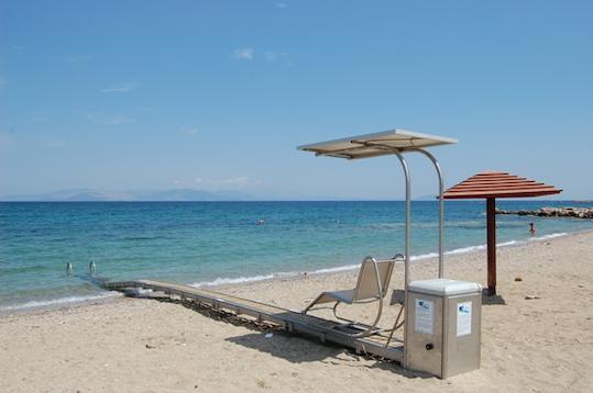 κινητό αμαξίδιο σε παραλία