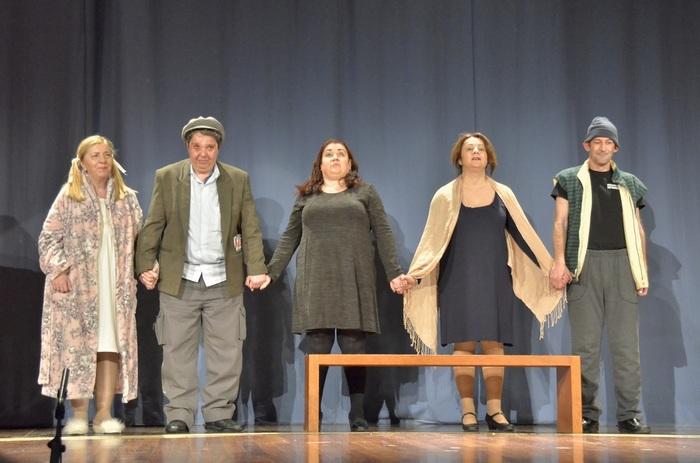 Ομάδα από το θεατρικό εργαστήρι του Φάρου τυφλών