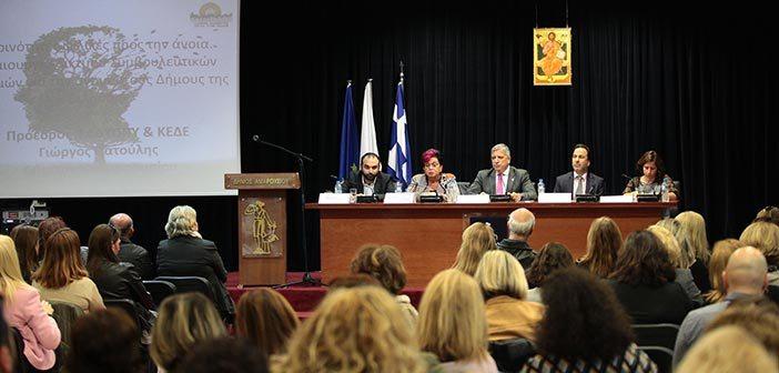 Ο Πρόεδρος της ΚΕΔΕ Γιώργος Πατούλης στην παρουσίαση του προγράμματος
