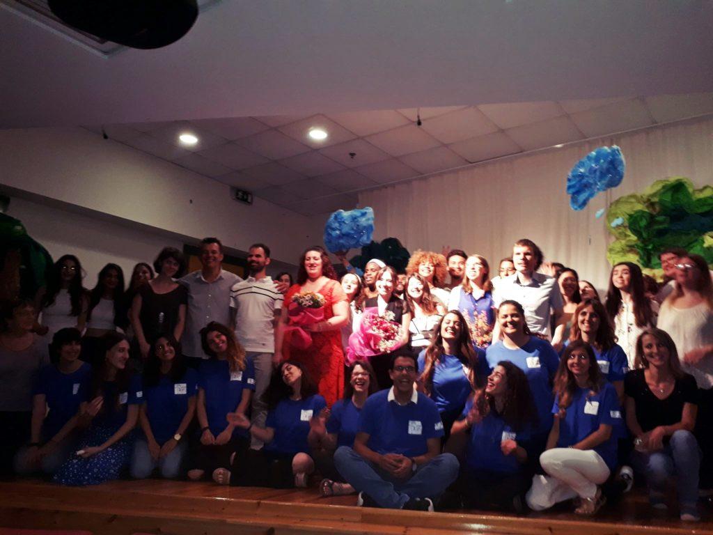 Ομαδική φωτογραφία εθελοντών και συμμετεχόντων από το Music Key Project