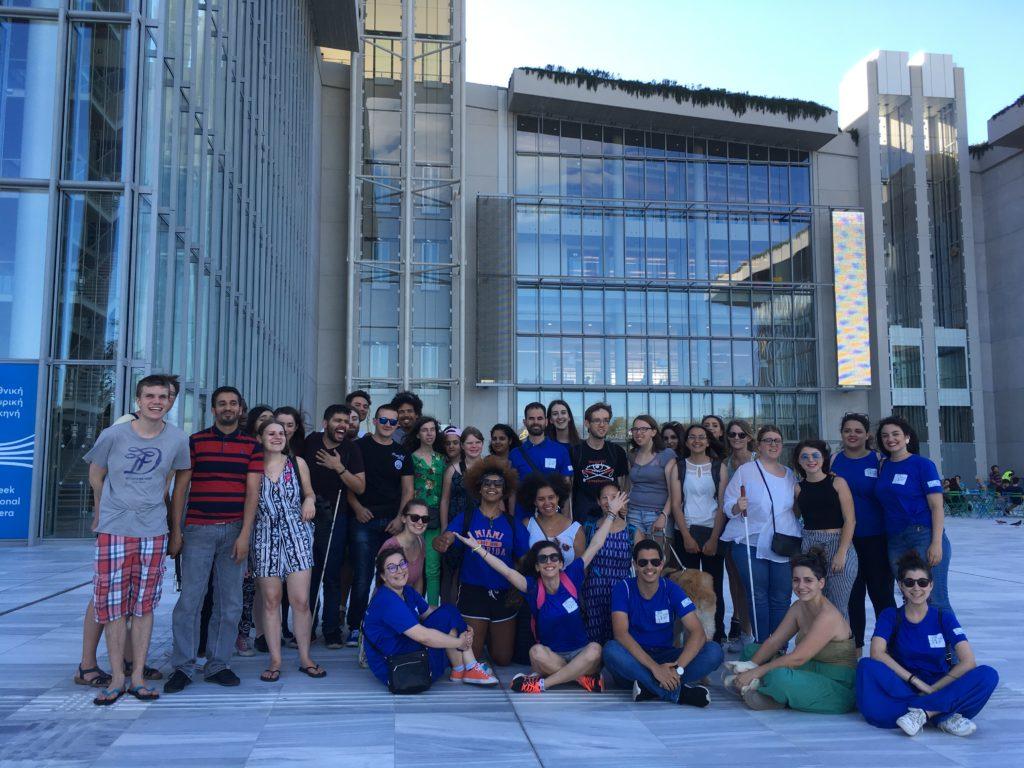 Ομαδική φωτογραφία εθελοντών και συμμετεχόντων στο Ίδρυμα Πολιτισμού Σταύρος Νιάρχος
