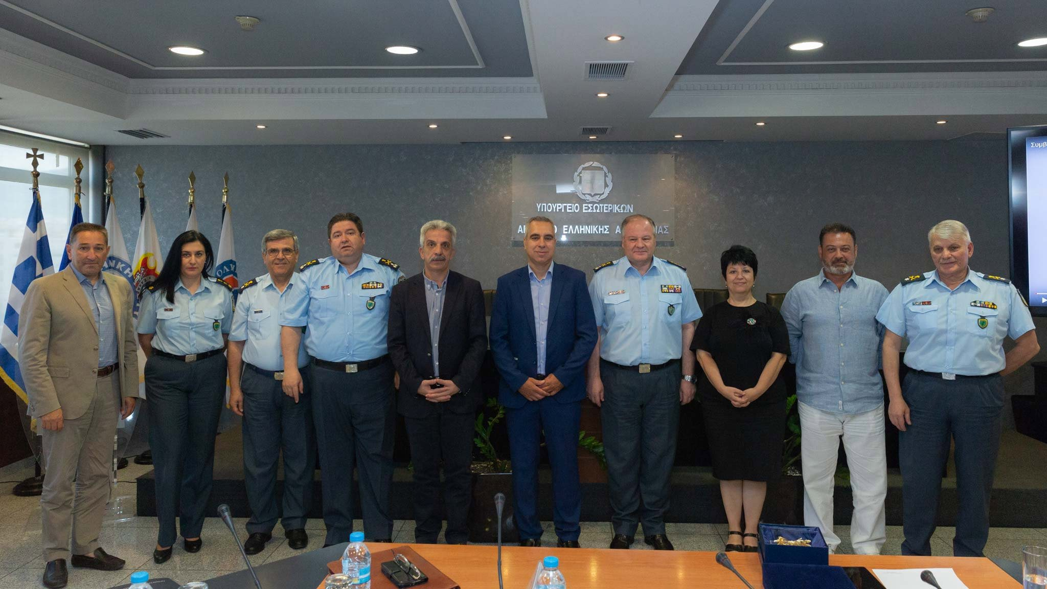 αντιπροσωπία των κωφών στο Υπουργείο της προστασίας του Πολίτη