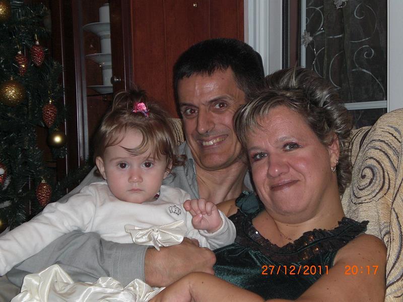 Η Ειρήνη και ο Χρήστος με την κόρη τους τα χριστούγεννα
