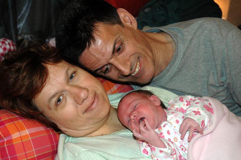 η Ειρήνη Ζαχαρά με την κόρη της και τον άντρα της