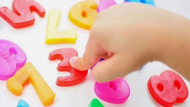 παιδί ξεχωρίζει αριθμούς