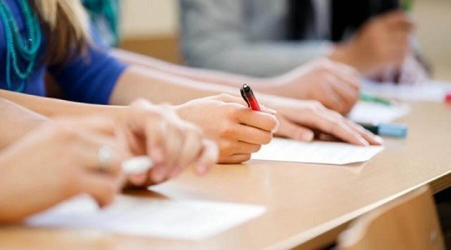 χέρια μαθητών
