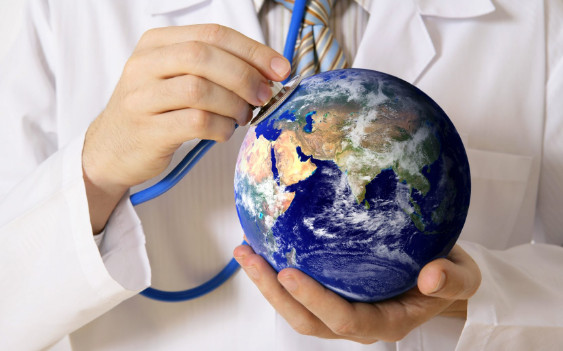 υδρόγειος σφαίρα και ακουστικά γιατρού