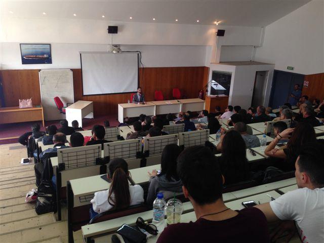 Ο Βαγγέλης Αυγουλάς μιλάει στο αμφιθέατρο του ΚΕΣΕΝ