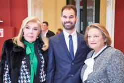 Ο Βαγγέλης Αυγουλάς με την κυρία Μαριάννα Βαρδινογιάννη και την κυρία Σίσσυ Παυλοπούλου
