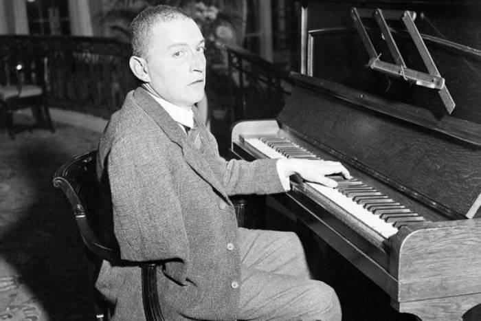 Πάουλ Βιτγκενστάιν στο πιάνο του