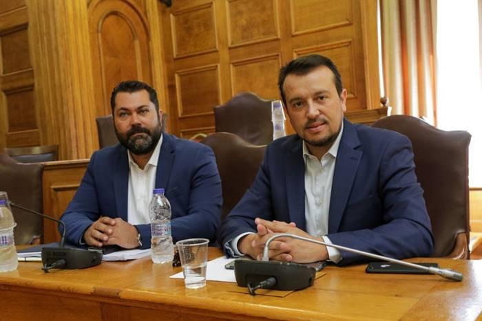ο υπουργός Ψηφιακής Πολιτικής Νίκος Παππάς και ο υφυπουργός Λευτέρης Κρέτσος