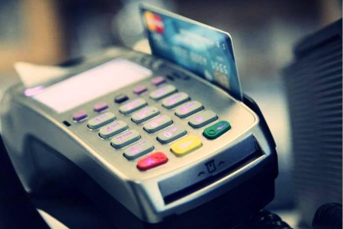 χρεωστική κάρτα τράπεζας που περνάει από pos