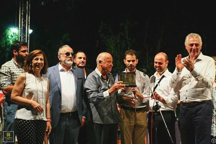 Στο 3ο Music Dream Festival ο Βαγγέλης Αυγουλάς δίνει τιμητική πλακέτα στον Μίμη Πλέσσα
