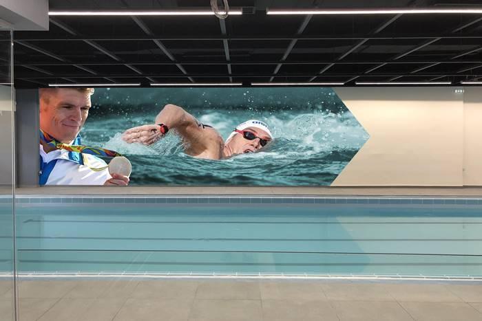 Ο Σπύρος Γιαννιώτης σε τοιχογραφία κολυμπάει και με μετάλλιο