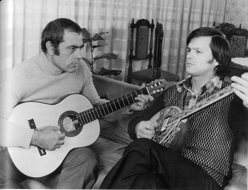 Χρήστος Νικολόπουλος με το μπουζούκι του και ο Στέλιος Καζαντζίδης με την κιθάρα του