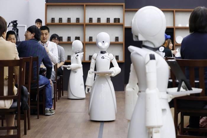 ρομποτ που σερβίρουν