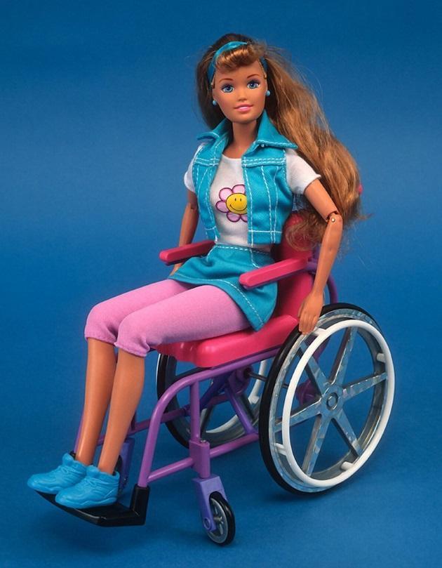 Η Barbie σε αναπηρικό αμαξίδιο