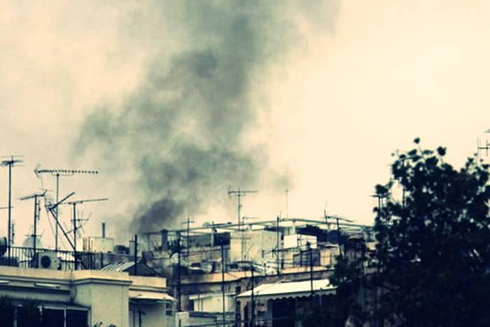 καπνός από τζάκι ή σόμπα στον ουρανό