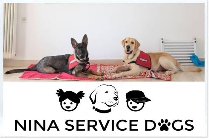 Δύο Σκύλοι και το λογότυπο της ΑΜΚΕ Nina Service dog